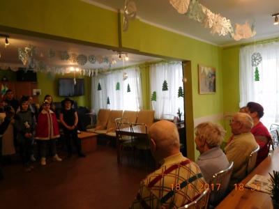 Wizyta wolontariuszy Caritas w Dziennym Domu Opieki dla seniorów