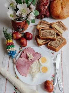 Śniadanie Wielkanocne dla potrzebujących.