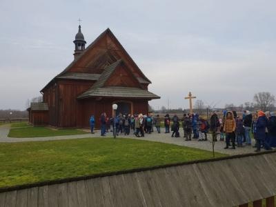Fotorelacja z zimowych ferii Szklonych Kół Caritas w Serpelicach