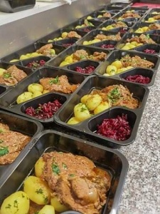 Dziękujemy restauracji Lizawka i jej Partnerom za kontynuację akcji i  darmowe obiady przeznaczone dla osób bezdomnych