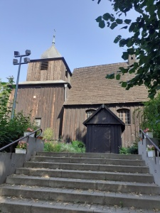 """Wspólnie z seniorami udaliśmy się na wycieczkę Szlakiem kościółków """"Drewno Pana Boga"""""""